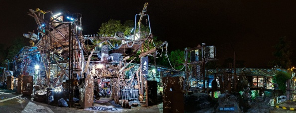 Thierry: Attention : 72 nouvelles vues panoramiques démentes en 360° (soit 25302 photos assemblées et travail dantesque…) avec la possibilité de visiter virtuellement toute La Demeure du Chaos - The Abode of Chaos  sur 9000 m2 et mes 5400 oeuvres d'art