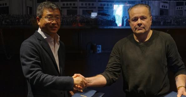 写真:左から右へ:WAN Jie (Artron)、Thierry Ehrmann (Artprice)
